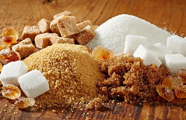 ما الفرق بين السكر الأبيض والسكر البني توعية